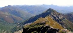 Uitzicht op de Peñas Apañadas vanaf de Pico Cuiña