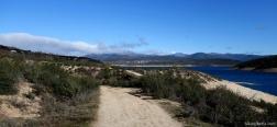 Pad langs het Stuwmeer van El Atazar
