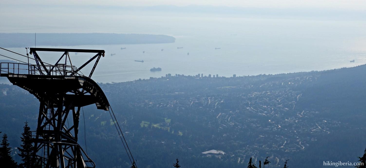 Aussicht ab dem Lodge auf dem Gipfel des Berges