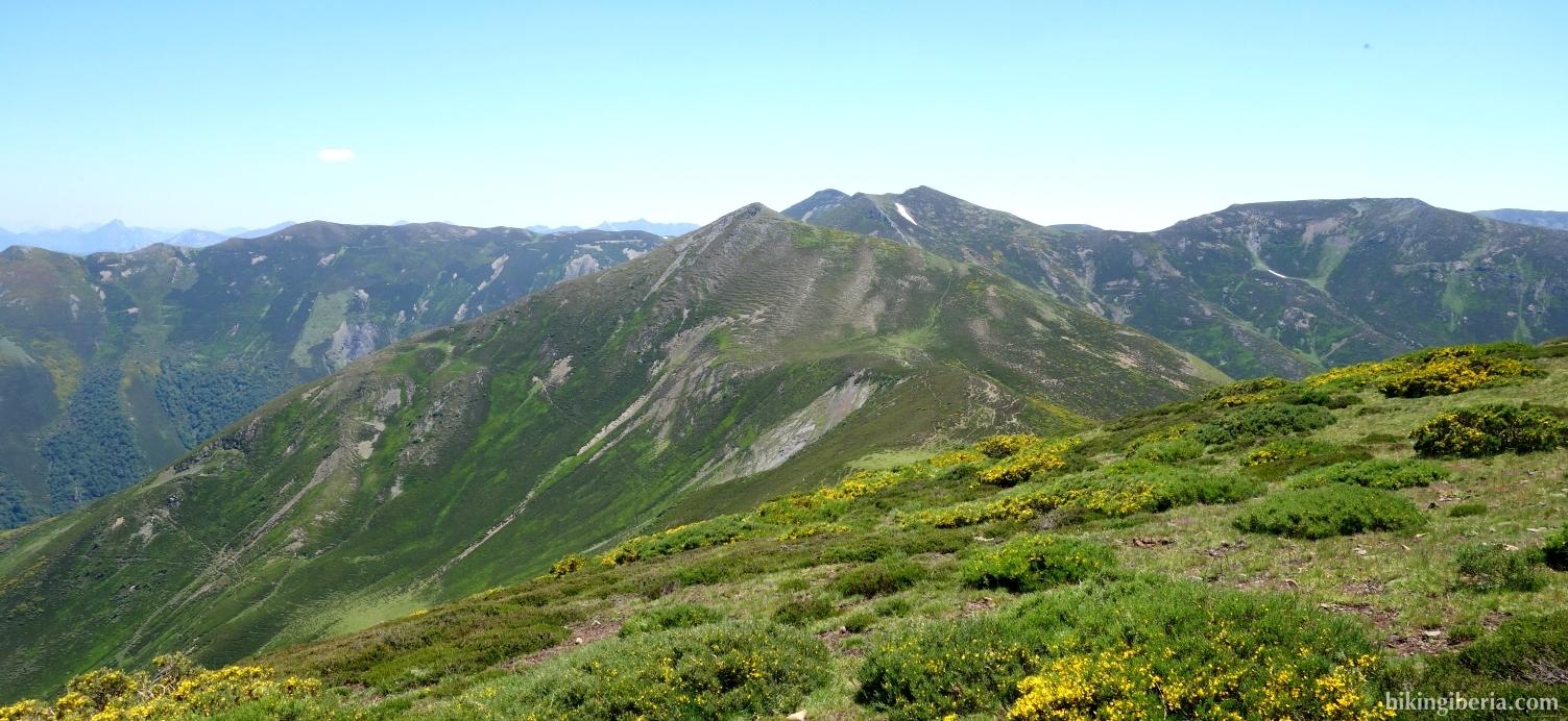 Uitzicht vanaf de Pico Tres Concejos