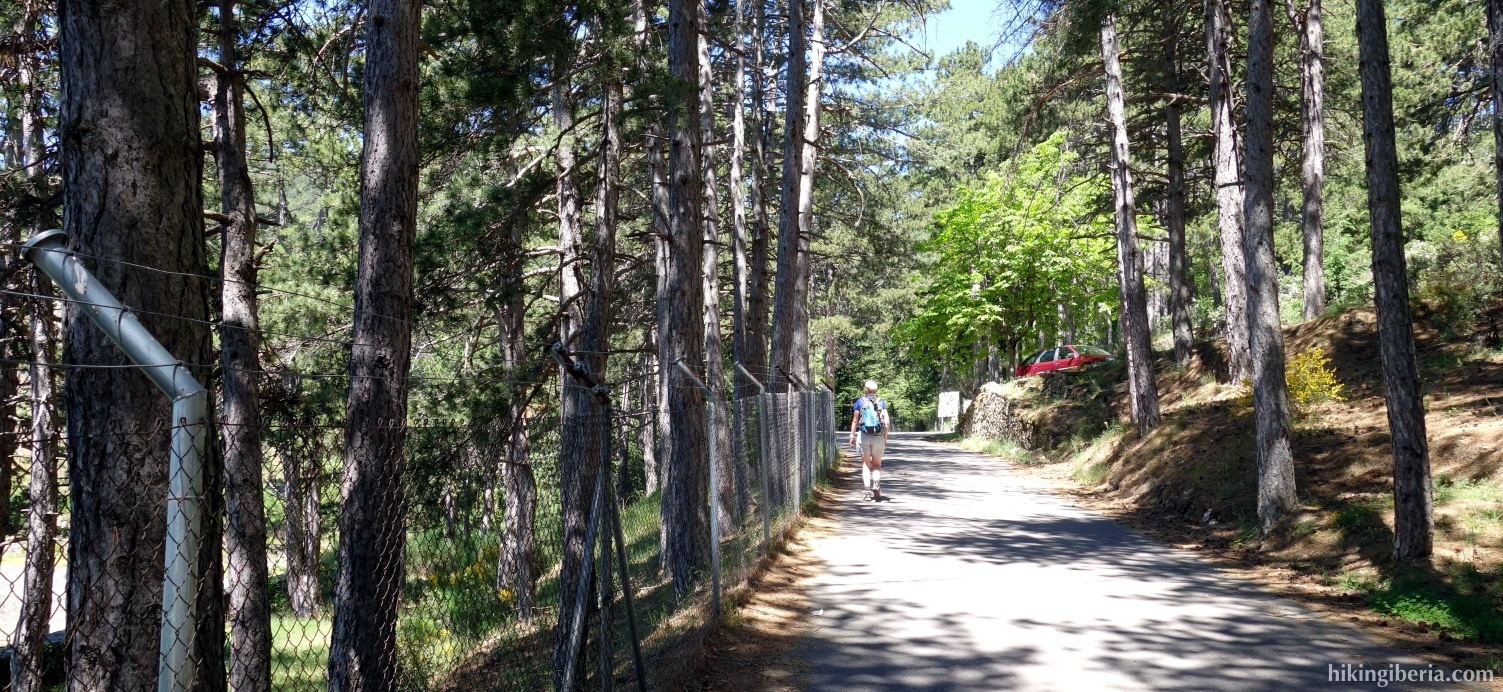 Camino a lo largo del Embalse del Romeral