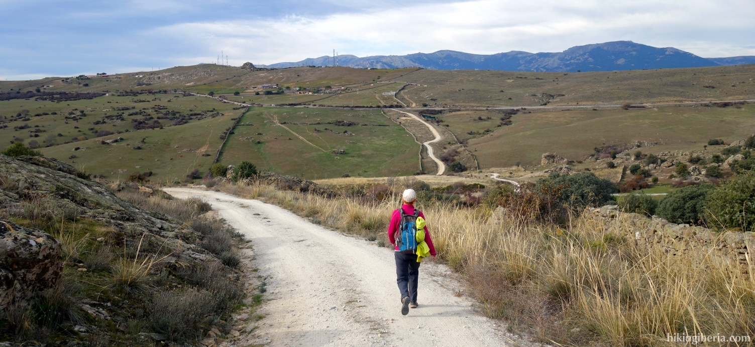 Onverharde weg terug naar de Alto del Mojón