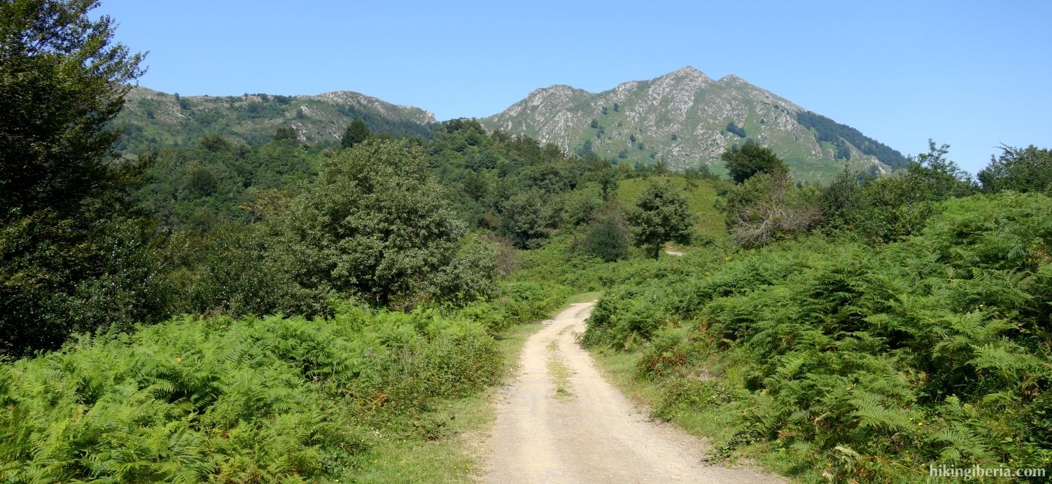 Onverharde weg van Collada Llomena naar Les Coladielles