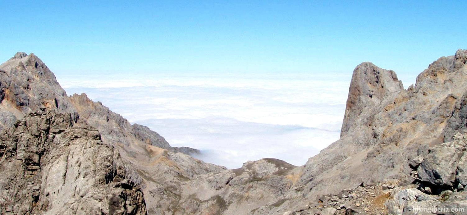 Sea of clouds at the Collado de los Horcados Rojos