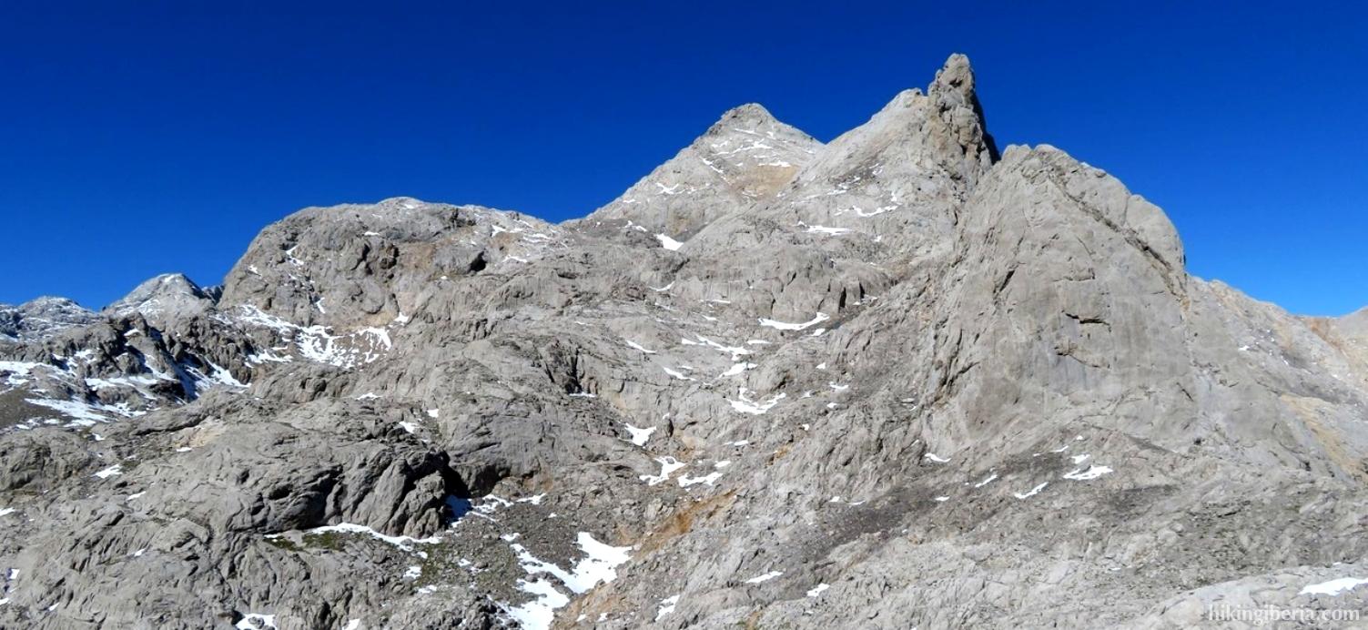 Aussicht auf den Pico Tesorero ab dem Collado de los Horcados Rojos
