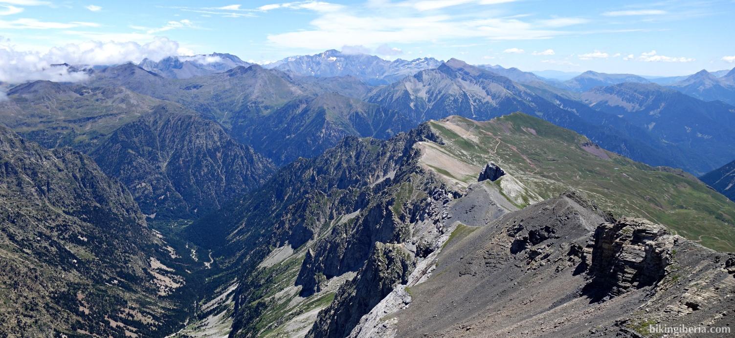 Uitzicht op de klim naar de Pico Robiñera