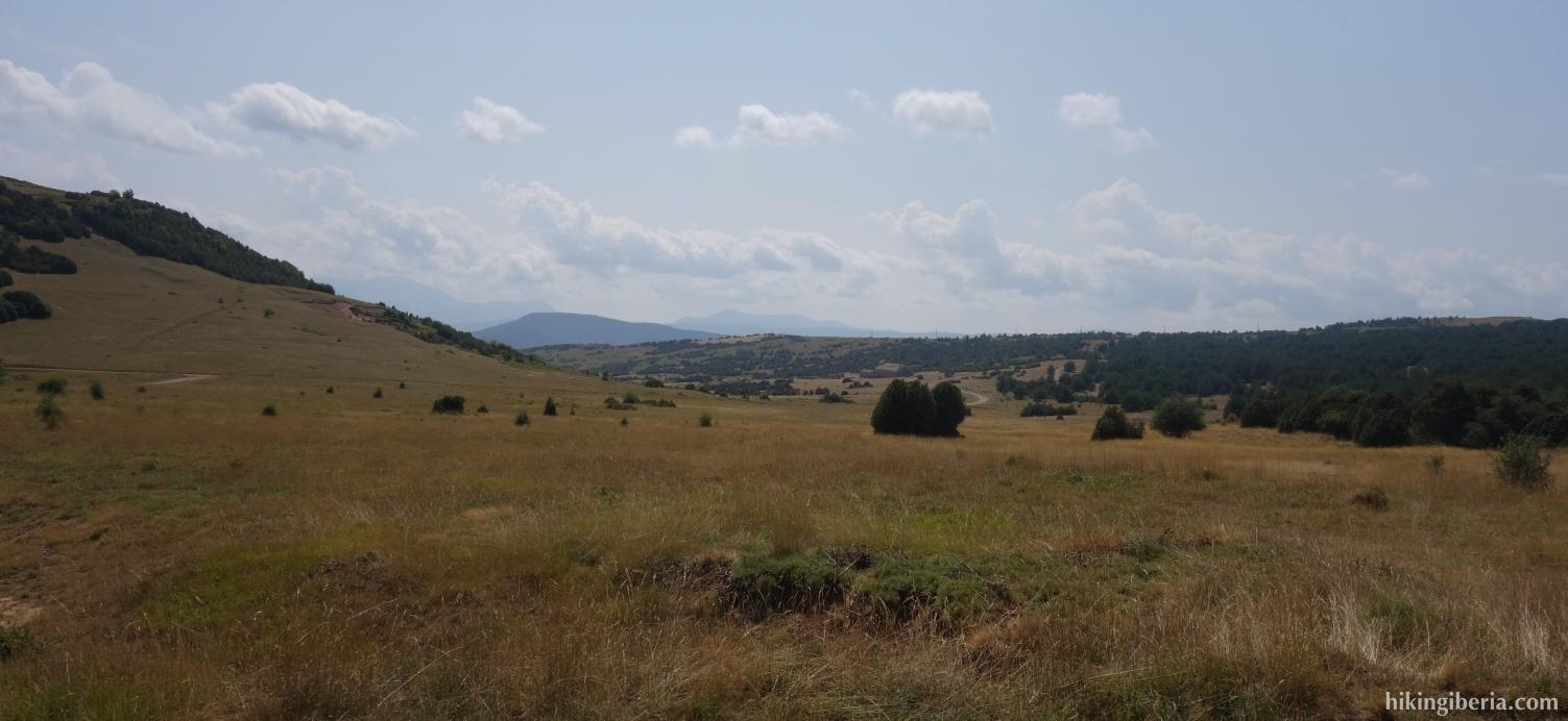 Vistas desde la pista hacia el Pico Oturia