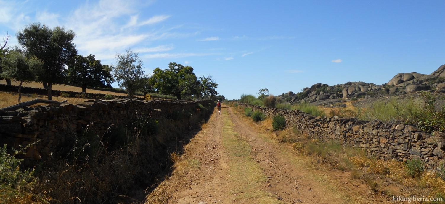 Pista cerca del dolmen