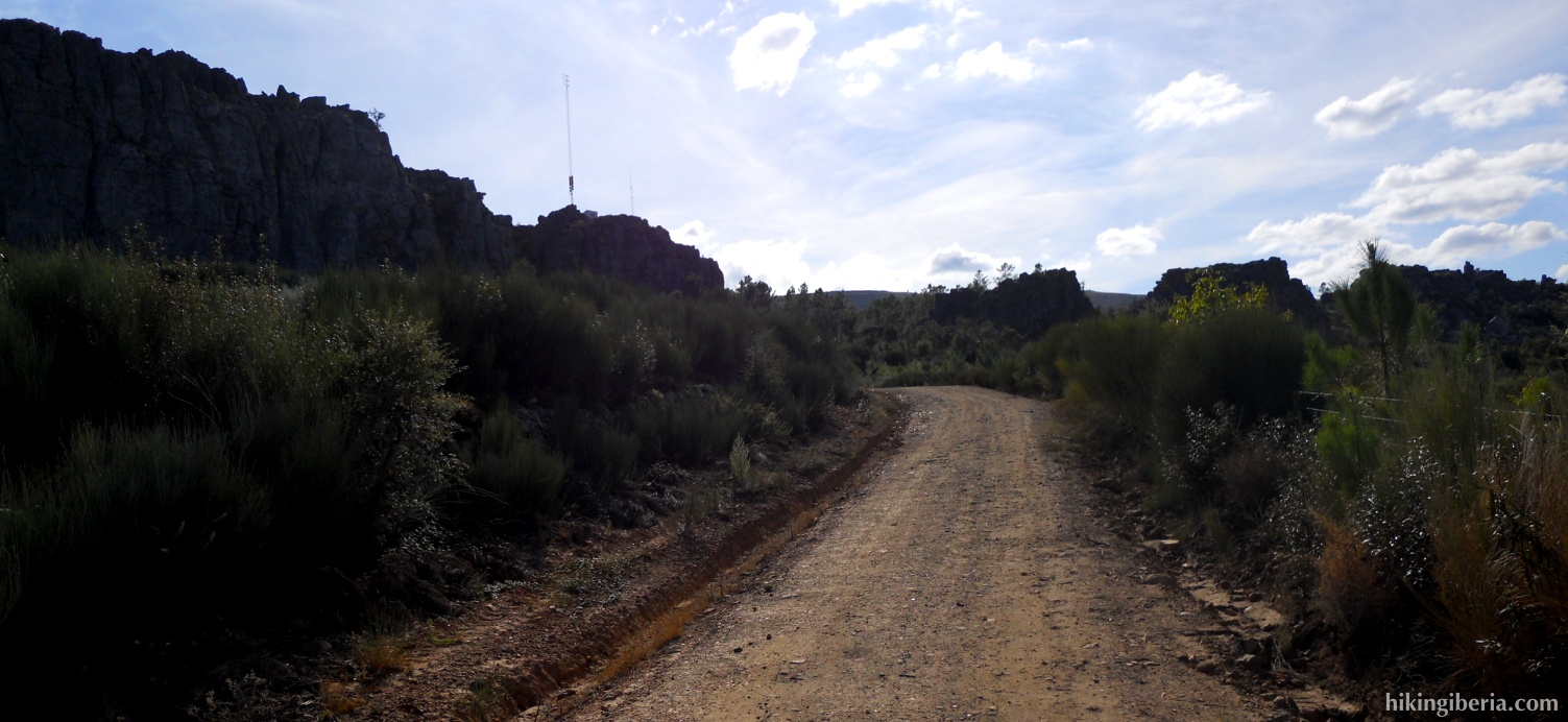 Trail before village El Pino