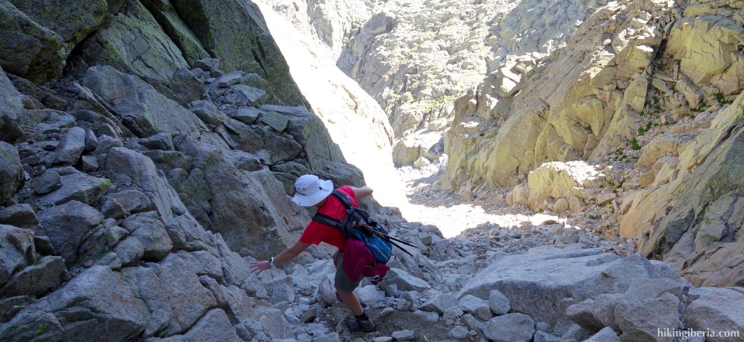 Descent to the Portilla del Crampón