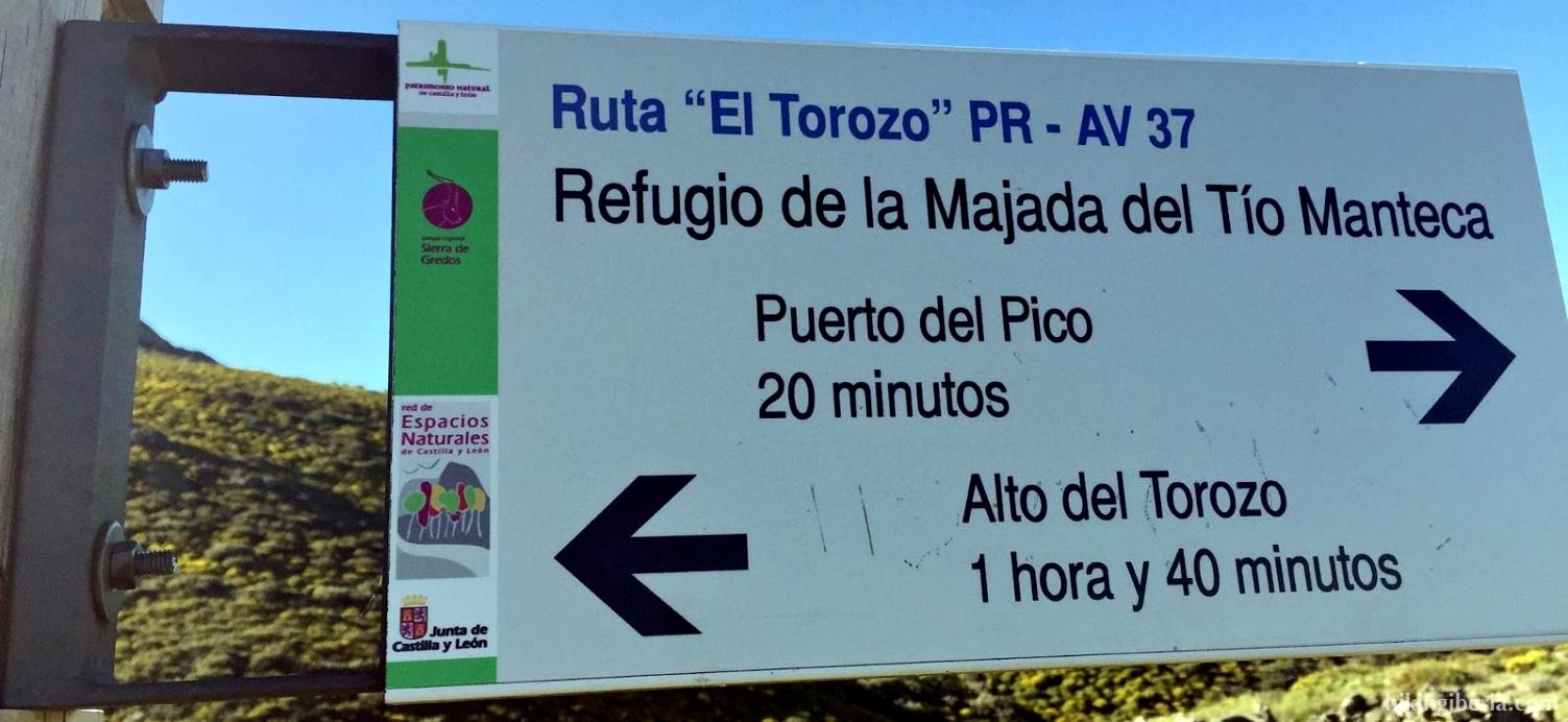 Wegweiser bei der Berghütte von La Majada del Tio Manteca