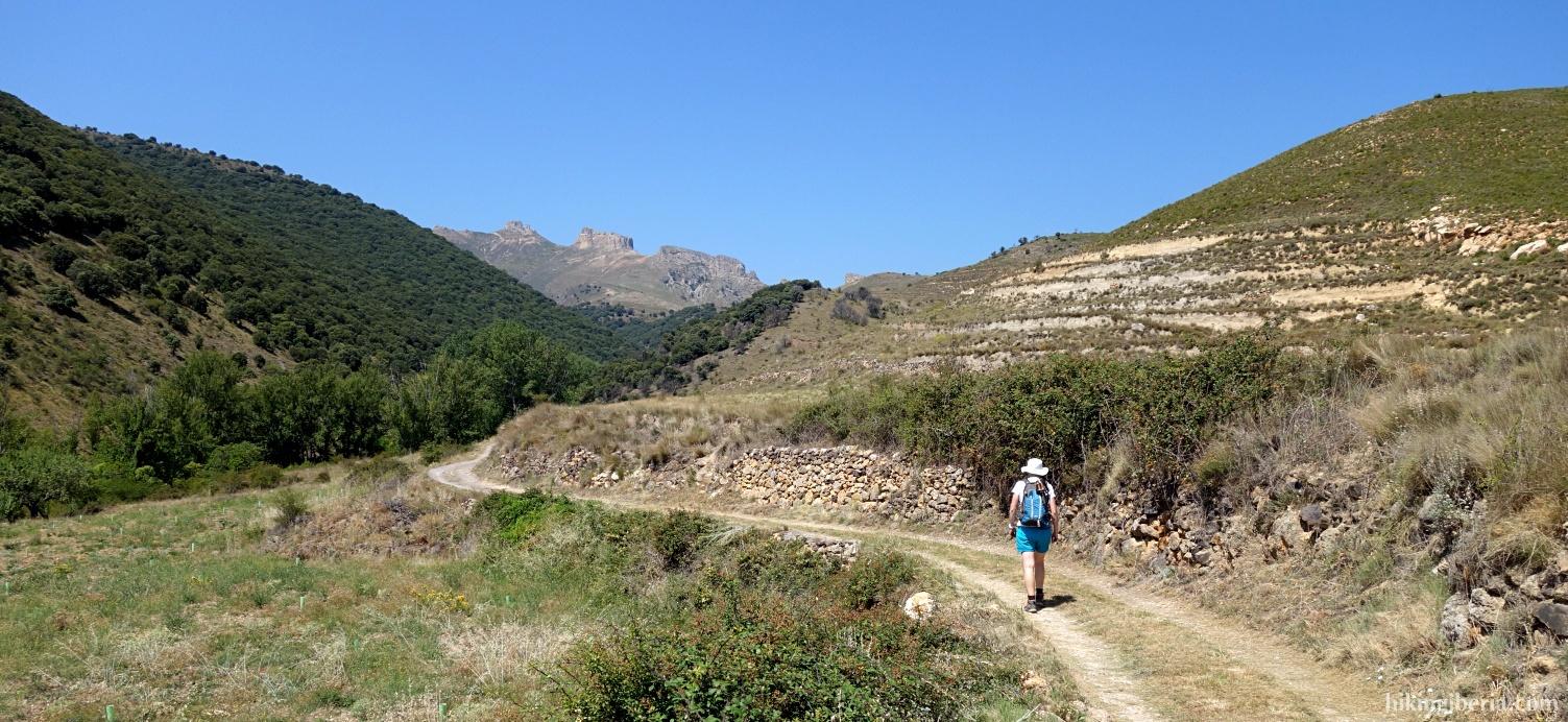 Onverharde weg door de Barranco de Valdeherrera