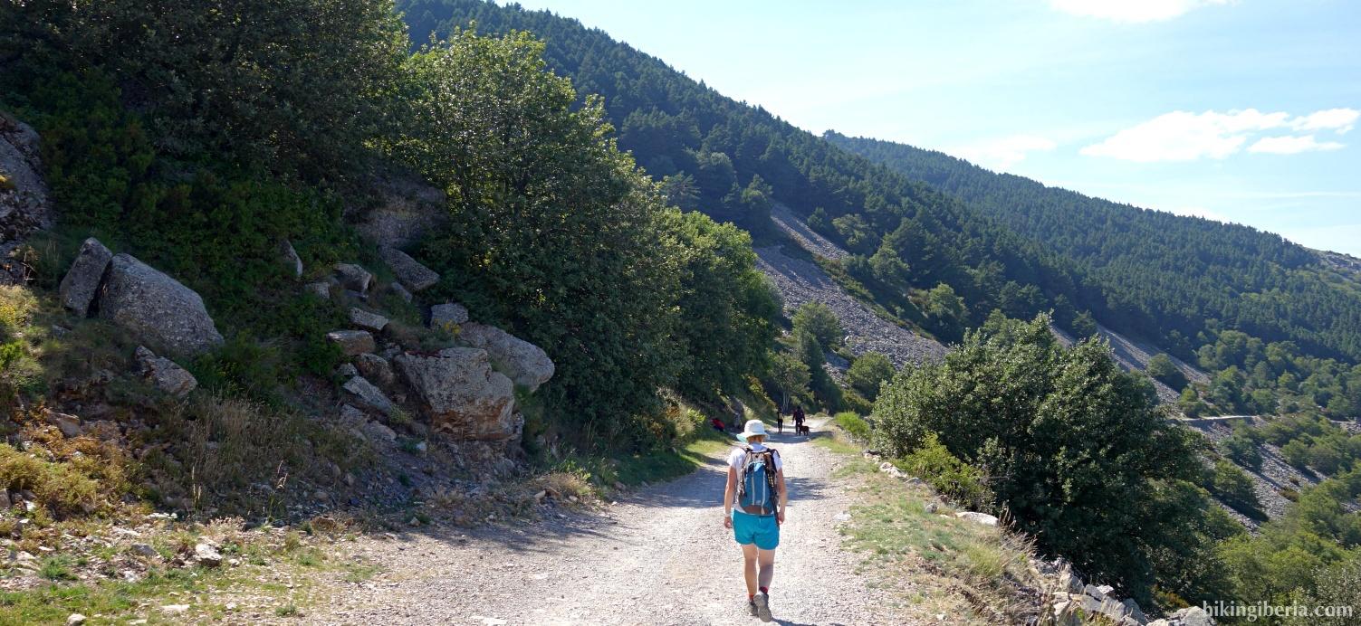 Onverharde weg vlakbij de Santuario de Moncayo