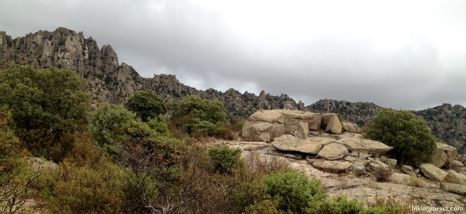 Senda en la Sierra de la Cabrera