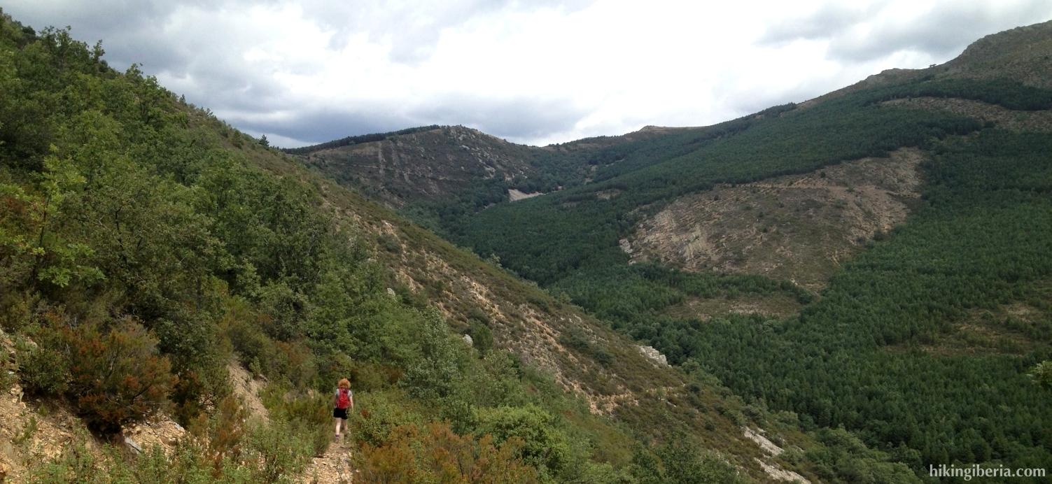 Afdaling naar de Arroyo Valluengo