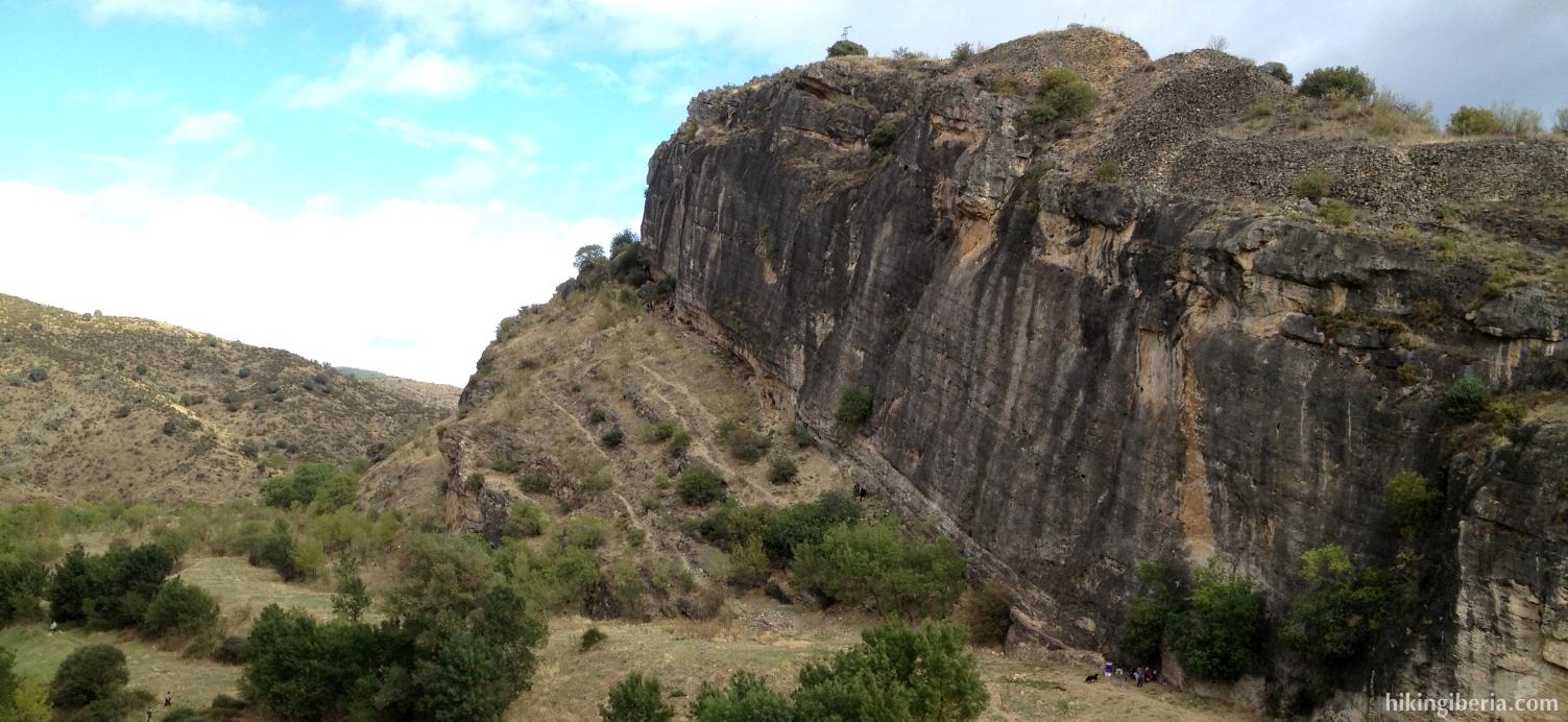 Rotswanden langs de rivier de Lozoya
