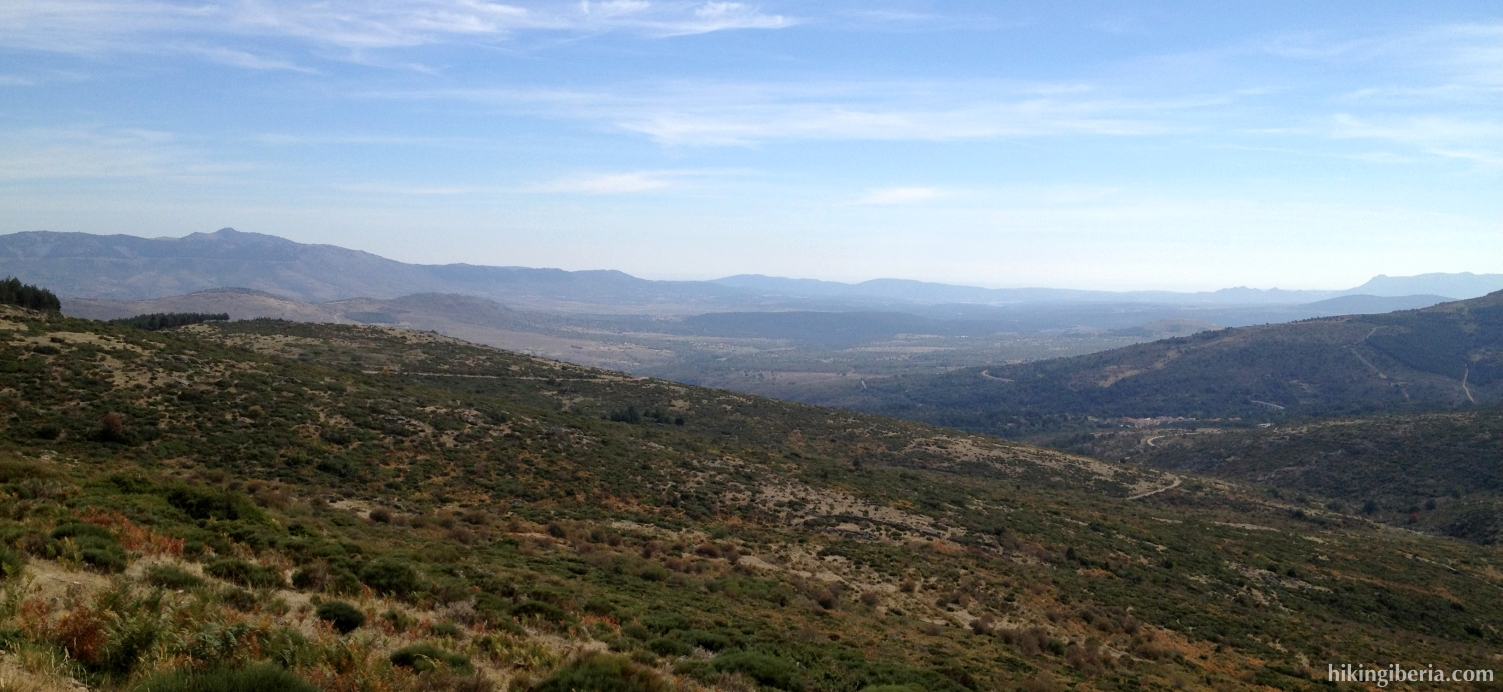 Uitzicht op de weg terug naar La Acebeda