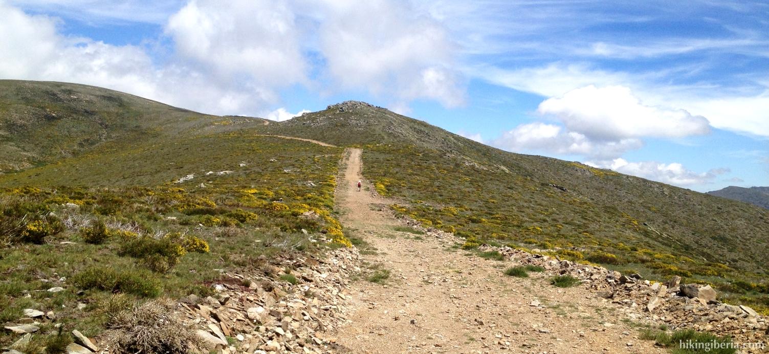 Pista hacia el pico Tres Provincias