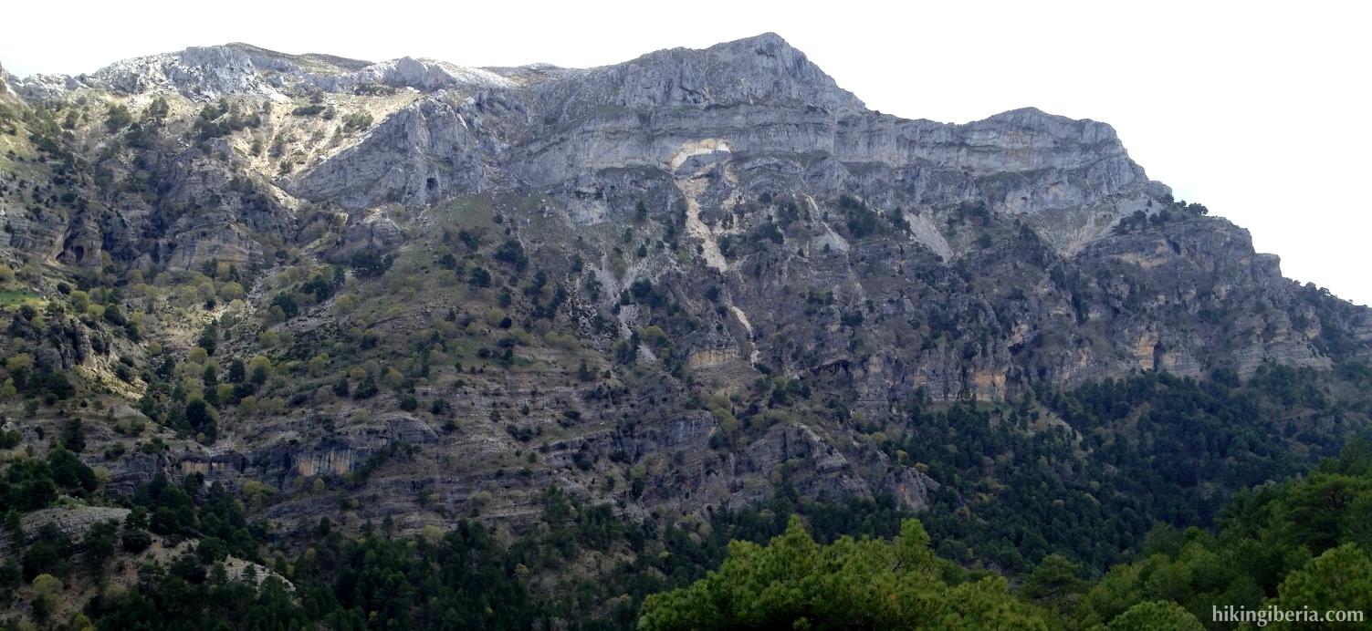 Vista a los Poyos de la Carilarga